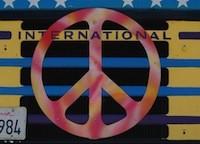 Peace_Symbol_20070000_TruckHowBerkeleyParade2_02B