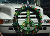 Peace_Symbol_20070000_TruckHowBerkeleyParade_01B