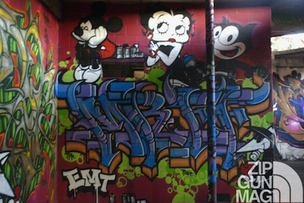warehouse-special-delivery-endless-canvas-berkeley-2012-graffiti-street-art-tagging-handstyle-piece-1024x685
