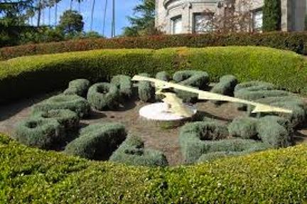 topiary clock 2
