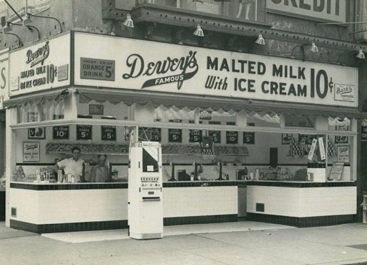 1941-deweys-market-8th
