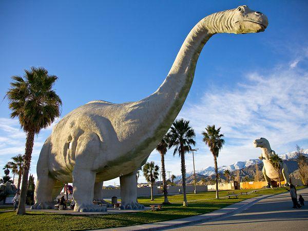 kitsch-cabazon-dinosaurs_35671_600x450