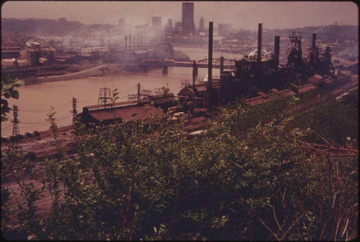 VIEW_OF_THE_SKYLINE_AT_PITTSBURGH,_PENNSYLVANIA._LINING_BOTH_SIDES_OF_THE_MONONGAHELA_RIVER_IN_THE_FOREGROUND_ARE..._-_NARA_-_557227