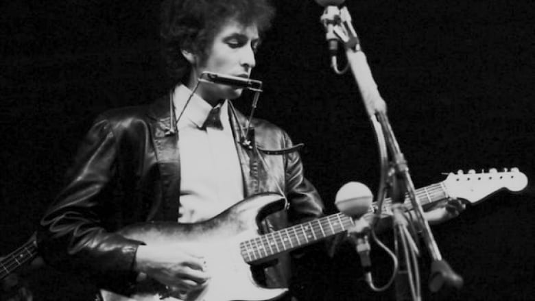 Bob Dylan goes electric at the Newport Folk Festival on July 25, 1965. (Getty Images)