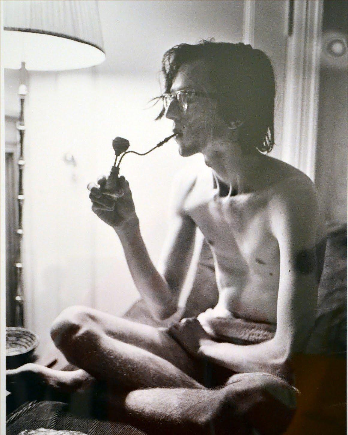 Crumb on his birthday (1968).  Photo: Harry Benson