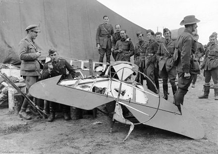 ustralian airmen with Richthofen's triplane 425/17 after it was dismembered by souvenir hunters