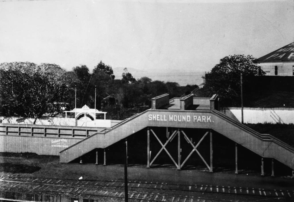 Emeryville_Shellmound_Park_entrance